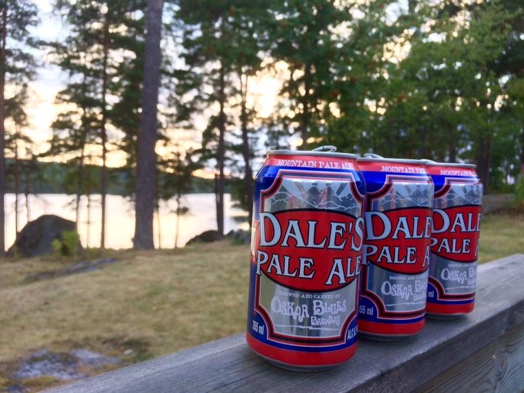 Dales Pale Ale-burkar i västgötsk solnedgång.